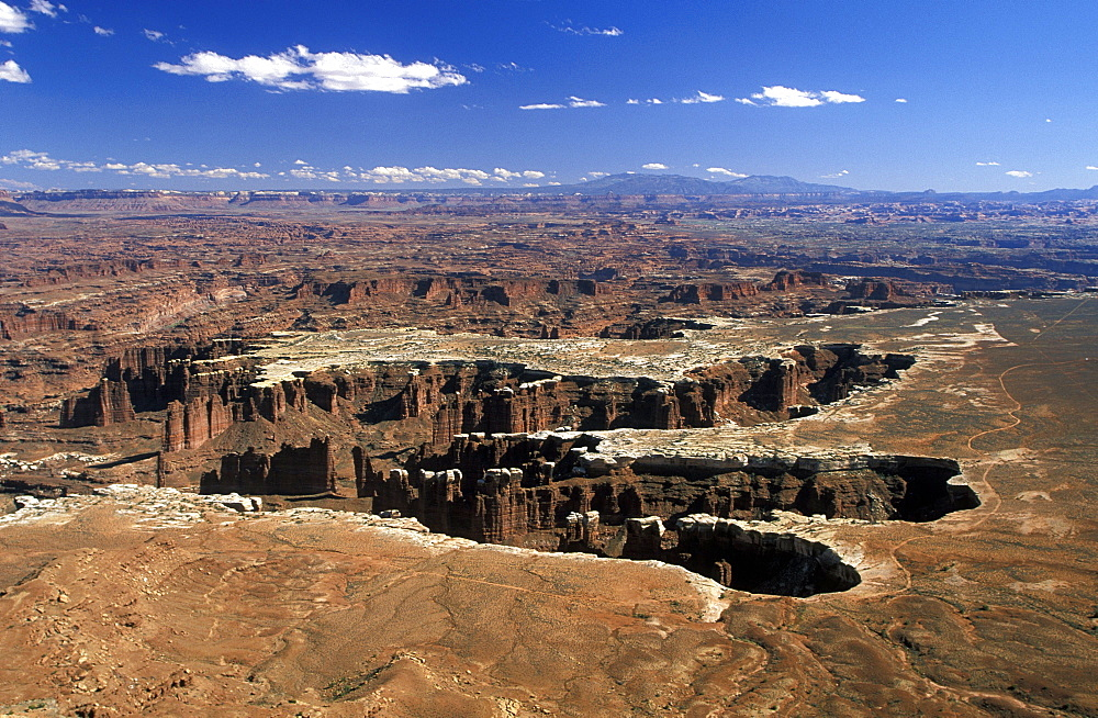 The White Rim sandstone bench in the north west of this spectacular park where the canyons of the Colorado and Green Rivers have dramatically eroded the Colorado plateau, Canyonlands National Park, Utah, United States of America (USA), North America
