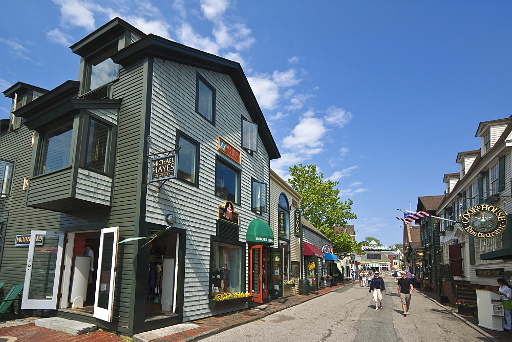 Shops and restaurants at Bannister's Wharf, established by John Bannister in 1742 and now a busy retail and tourist centre in historic Newport, Rhode Island, New England, United States of America, North America