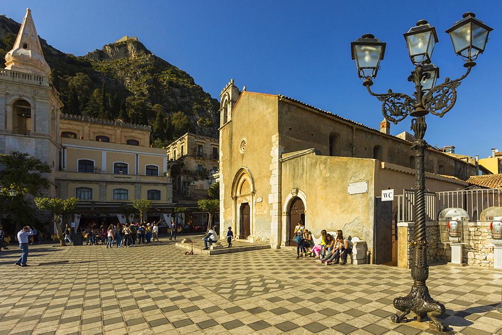 The 13th century Duomo and Piazza IX April on Corso Umberto in this popular NE tourist town, Taormina, Catania Province, Sicily, Italy, Mediterranean, Europe
