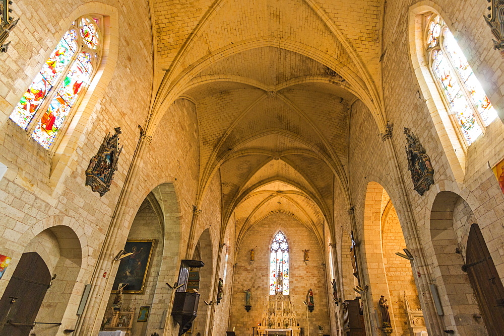 Interior of medieval Church of Notre Dame built in 1264, in this south western historic bastide town, Villereal, Lot-et-Garonne, France, Europe - 83-12974