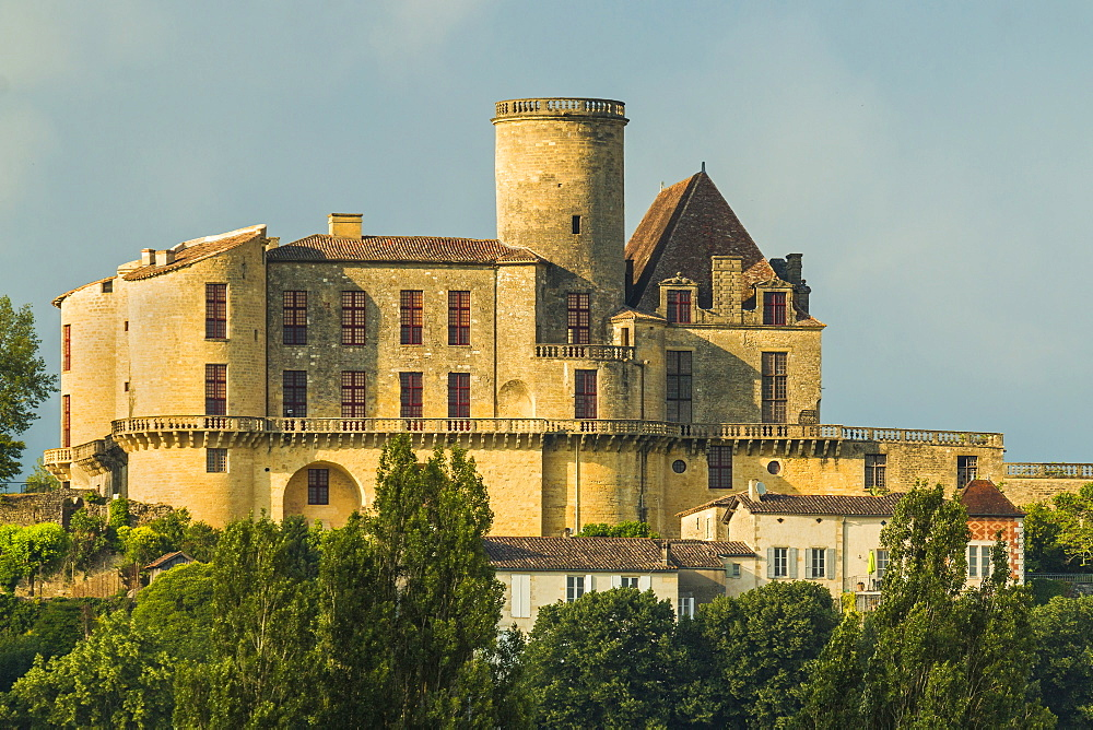 Chateau de Duras castle, originally a 12th century fortress but by the 18th century was a retreat, Duras, Lot-et-Garonne, Aquitaine, France, Europe - 83-12996