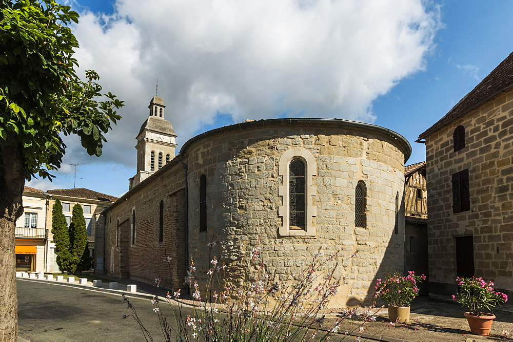 The 10th century St. Eutrope church, famous for its frecoes in this historic Dropt Valley village, Allemans-du-Dropt, Lot-et-Garonne, France, Europe - 83-12999