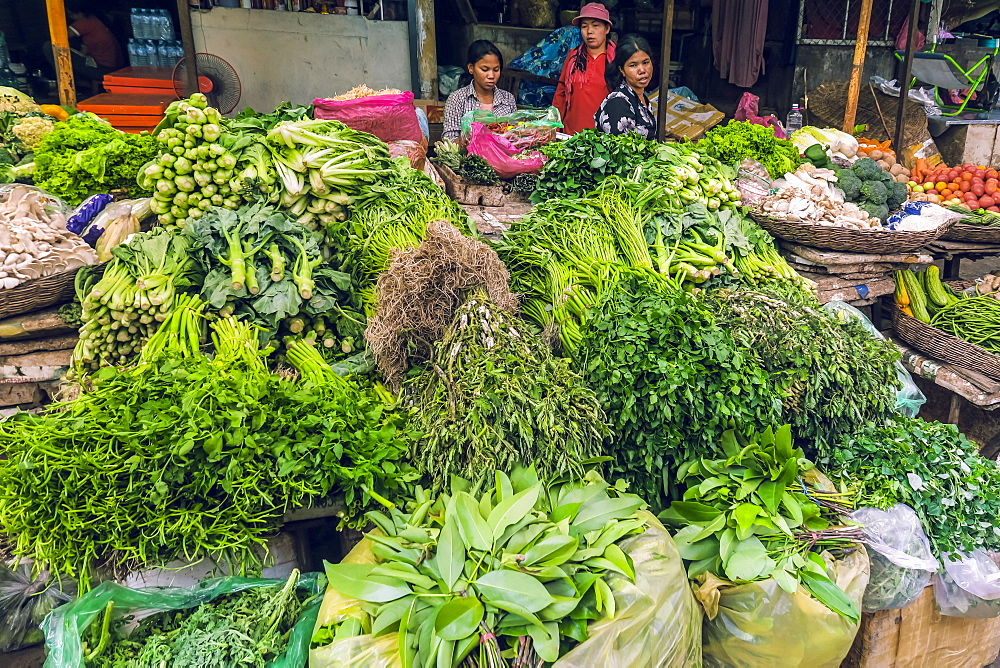 Vegetable stalls at the busy colourful Phsar Chas Old Market near the riverfront, Phsar Chas, city centre, Phnom Penh, Cambodia, Indochina, Southeast Asia, Asia