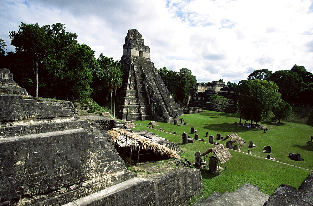 Temple of the Great Jaguar in the Grand Plaza, Mayan ruins, Tikal, UNESCO World Heritage Site, Peten, Guatemala, Central America