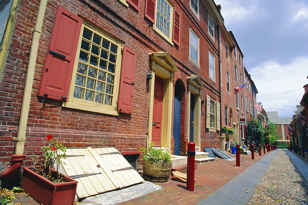 Elphreth's Alley, in historic Philadelphia (allegedly the oldest street in America), Pennsylvania, USA