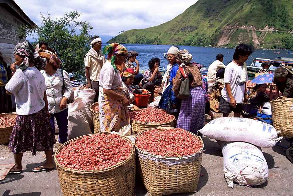 Batak women with onion crop at market in Haranggaol, north shore, Lake Toba, Sumatra, Indonesia, Southeast Asia, Asia