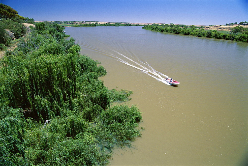 The Murray River at Murray Bridge, the state's largest river town, south east of Adelaide, South Australia, Australia, Pacific
