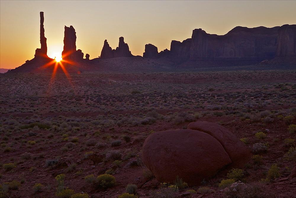 Sunrise over Totem Pole, Monument Valley Navajo Tribal Park, Utah, United States of America, North America