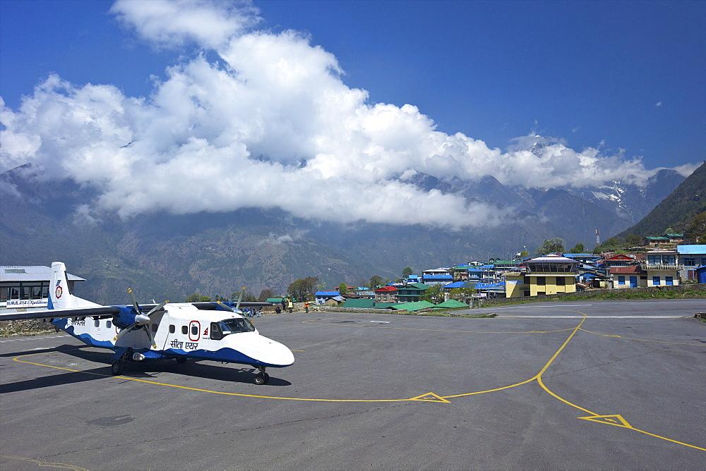 Sita Air Dornier 228 Aircraft approaching runway, Tenzing-Hillary Airport, Lukla, Nepal, Asia