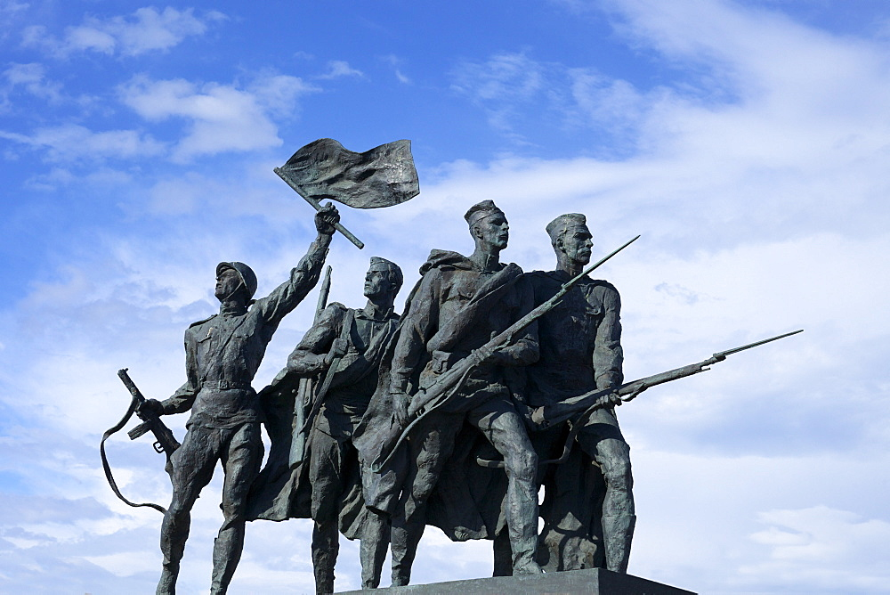 Sculpture of soldiers, Monument to the Heroic Defenders of Leningrad, Victory Square, Ploshchad Pobedy, St. Petersburg, Russia, Europe