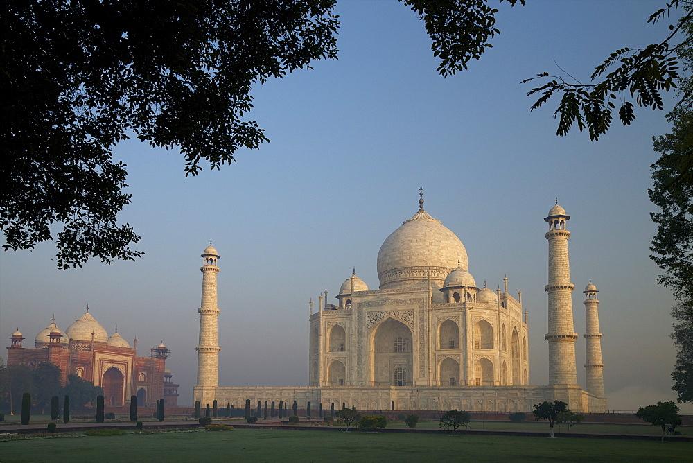 Taj Mahal at sunrise, UNESCO World Heritage Site, Agra, Uttar Pradesh, India, Asia