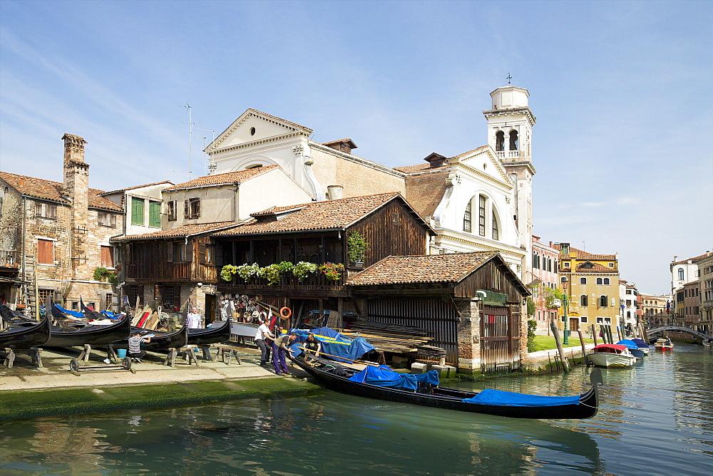 Squero di San Trovaso, gondola boatyard, Dorsoduro, Venice, UNESCO World Heritage Site, Veneto, Italy, Europe - 831-1442