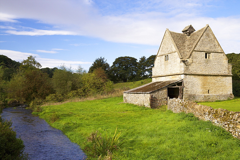 A 16th century stone Dovecote, River WIndrush, Naunton,  Cotswolds. Gloucestershire, England, United Kingdom, Europe - 831-1465
