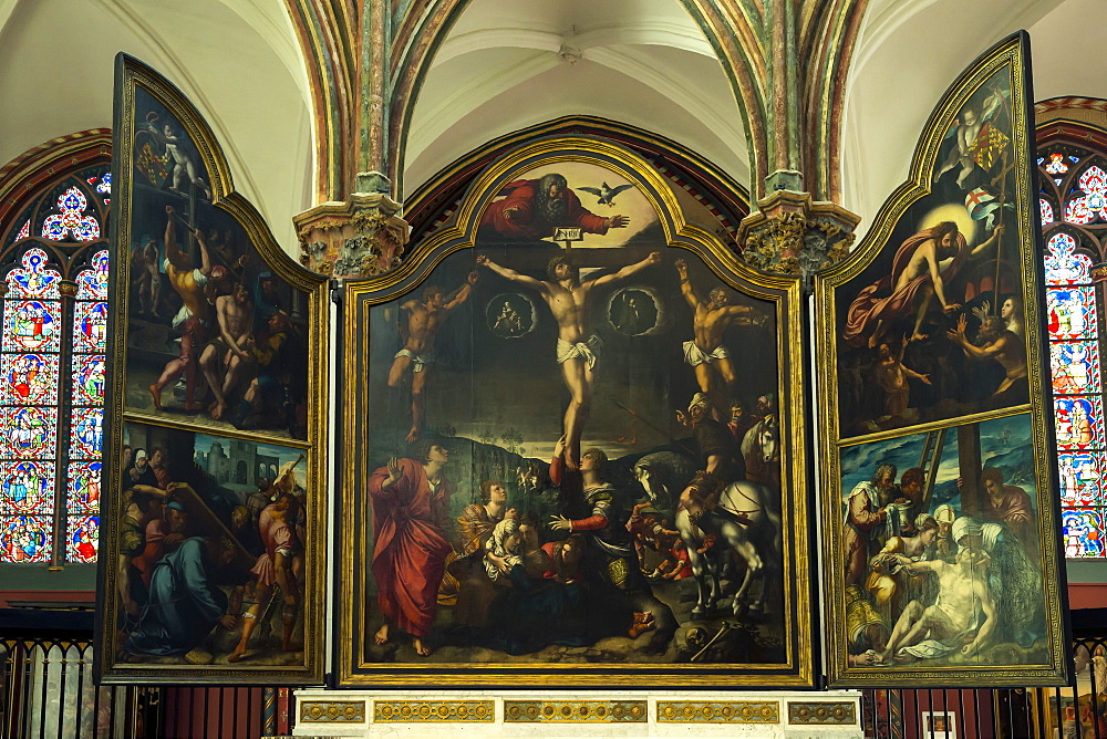Triptych with Crucifixion, by Bernard van Orley, Church of Our Lady, Bruges, Belgium, Europe - 831-1528