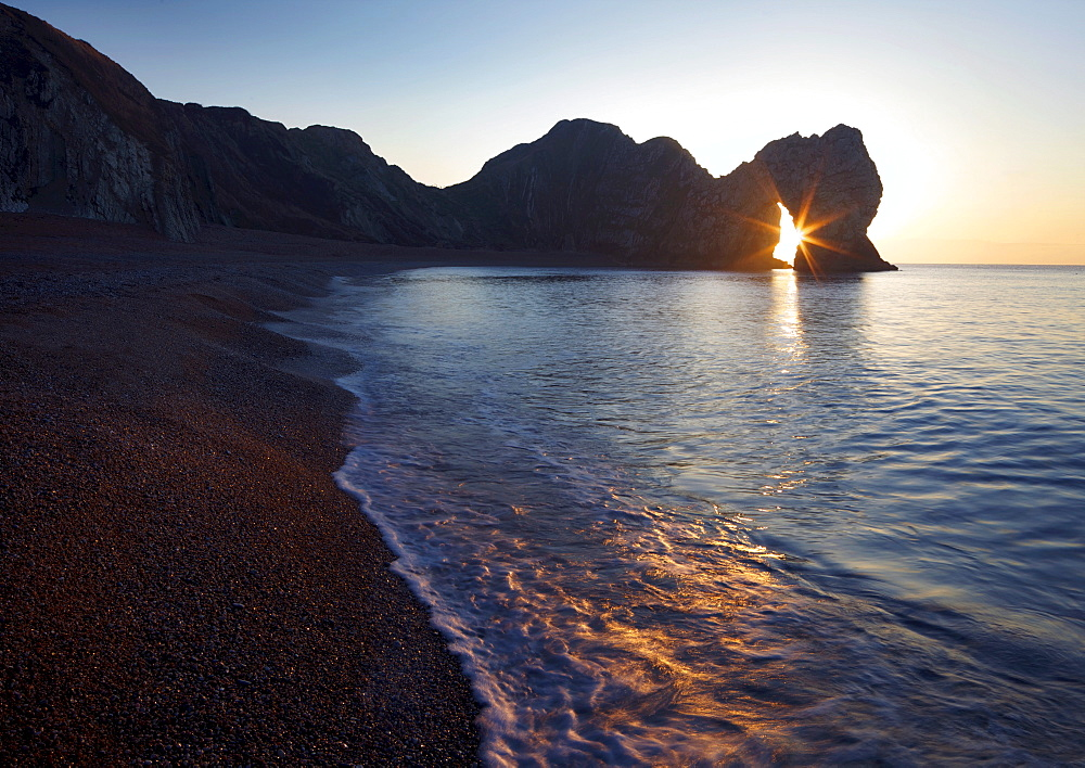 Durdle Door, natural limestone arch, and beach, Jurassic Coast, UNESCO World Heritage Site, Dorset, England, United Kingdom, Europe