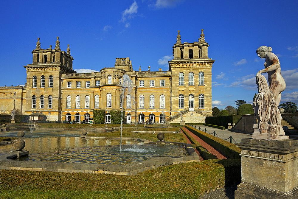 Water Gardens, Blenheim Palace, UNESCO World Heritage Site, Woodstock, Oxfordshire, England, United Kingdom, Europe