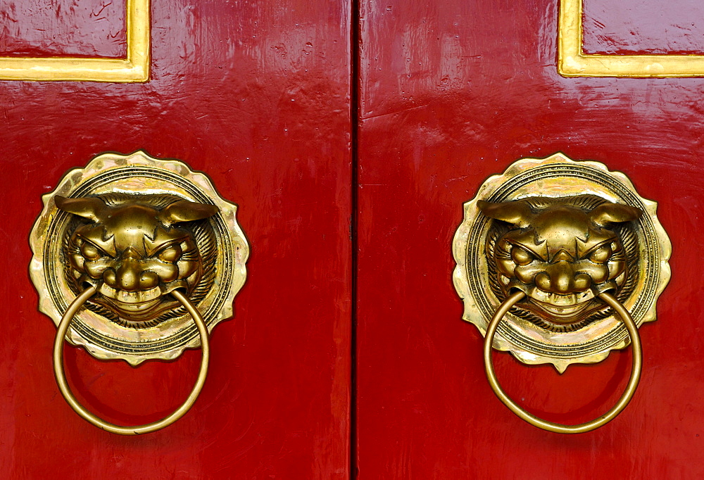 Red doors with lions as door knockers, Phuc Kien Assembly Hall of the Chinese from Fujian, Hoi An, Vietnam, Southeast Asia