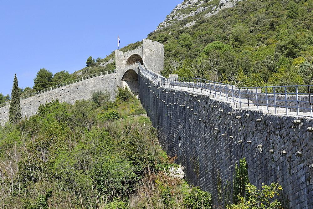 Fortification wall, Ston, Peljesac peninsula, Croatia, Europe