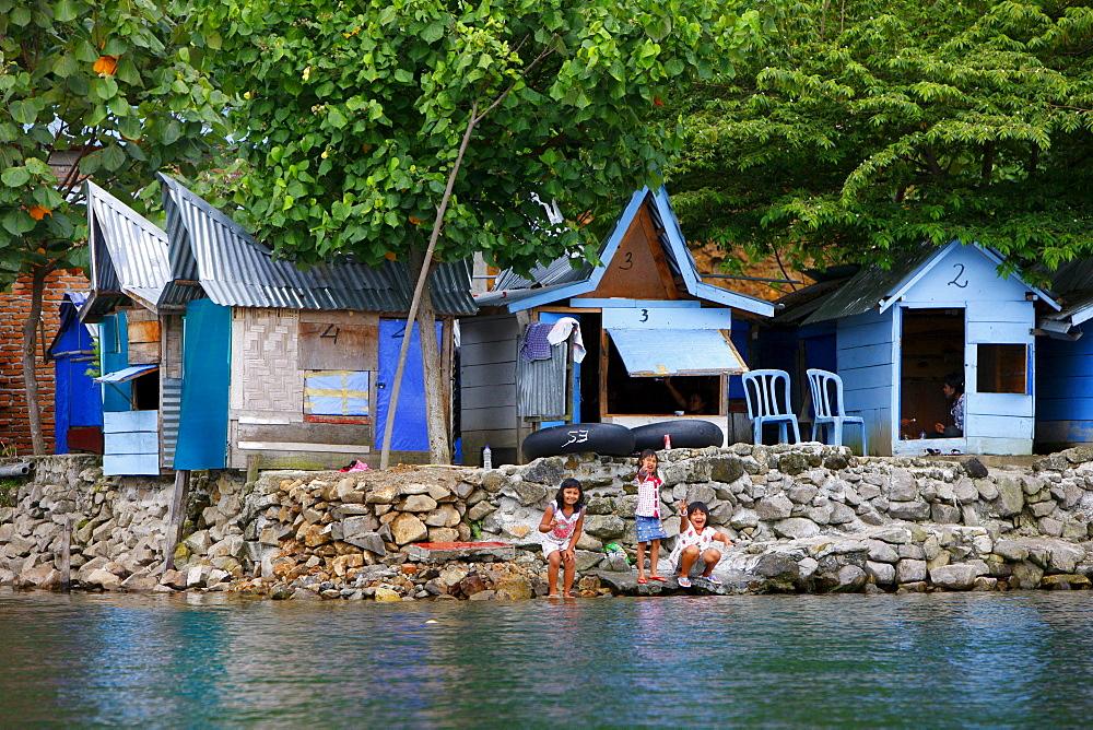 Beach houses, Tuk Tuk, Tuk Tuk, Samosir island, Lake Toba, Batak region, Sumatra, Indonesia, Asia