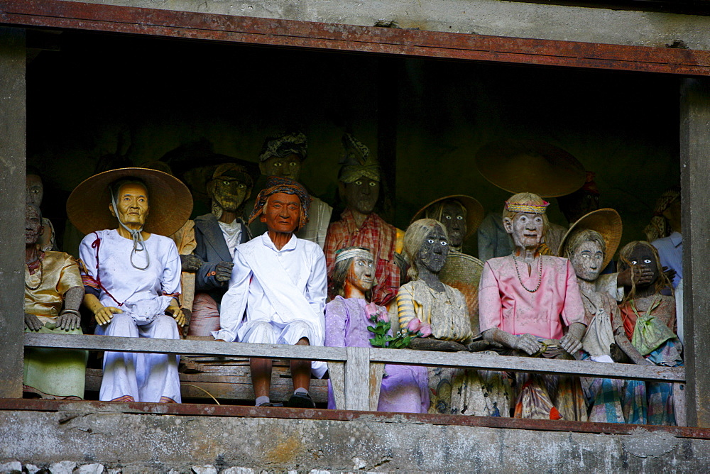 Figures in a rock tomb, Londa, Toraja culture, Sulawesi, Indonesia, Asia