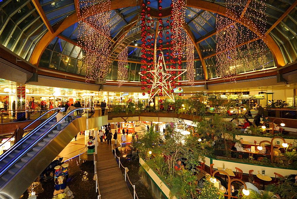 Christmas lights in the Europa-Center mall on Breitscheidplatz square, Christmas market at the Kaiser Wilhelm Memorial Church, Kurfuerstendamm, Charlottenburg, Wilmersdorf, Berlin, Germany, Europe