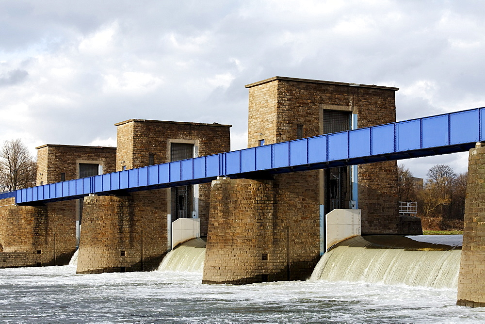 Ruhr river dam and lock, water flowing over the weir, overflow, Duisburg, North Rhine-Westphalia, Germany, Europe