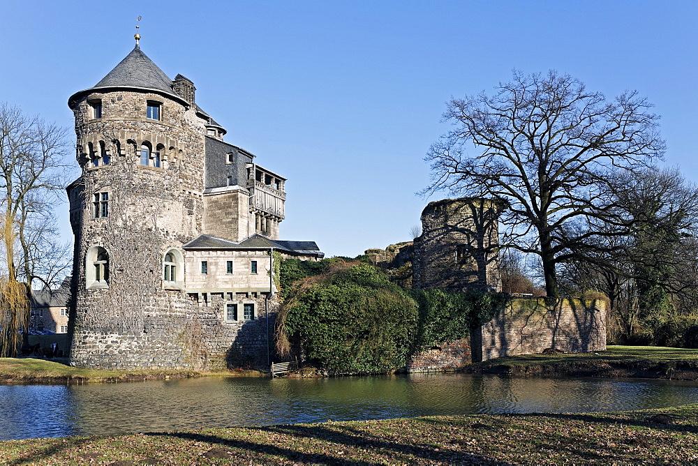 Schloss Huelchrath Castle, moated castle, Grevenbroich, Niederrhein, North Rhine-Westphalia, Germany, Europe