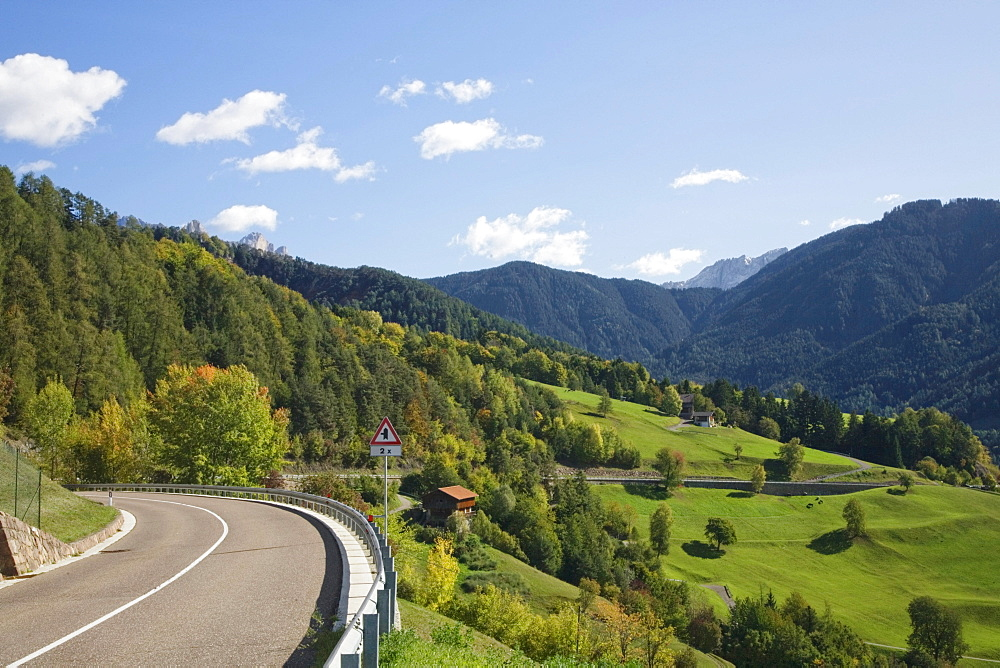 Road in Tiers Valley heading towards the Rosengarten Group Mountains, Dolomites, Trentino-Alto Adige, Italy, Europe