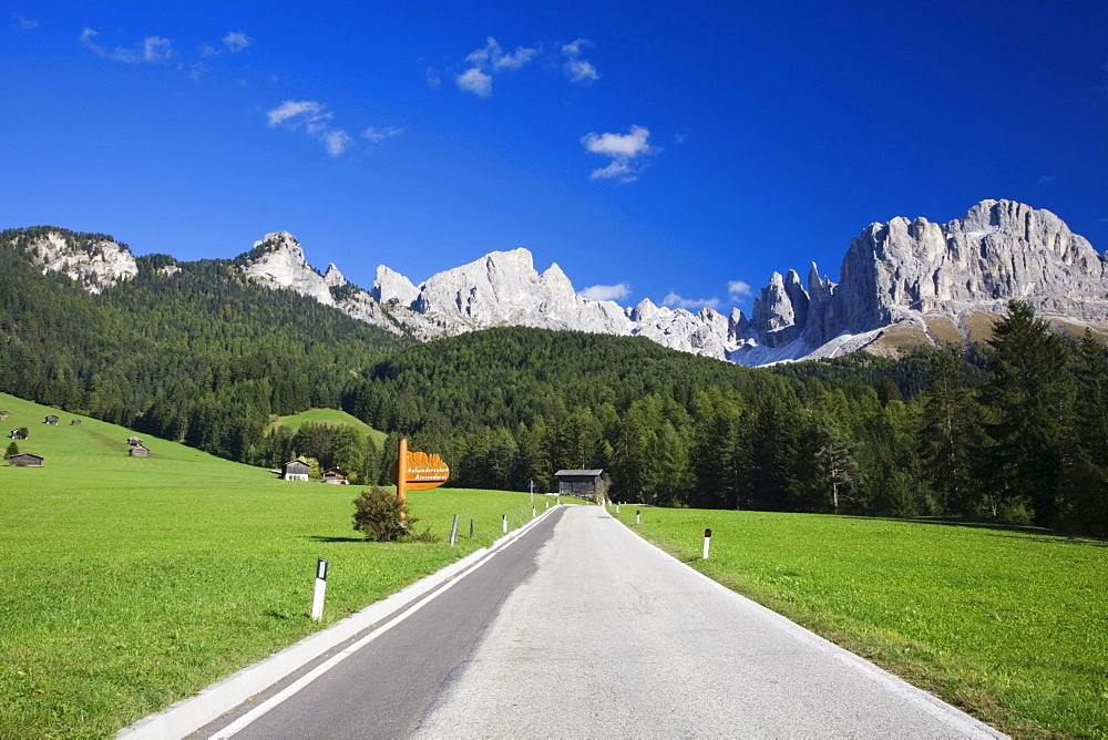 Road from Saint Cipriano heading in the direction of the Rosengarten Group Mountains, Dolomites, Trentino-Alto Adige, Italy, Europe