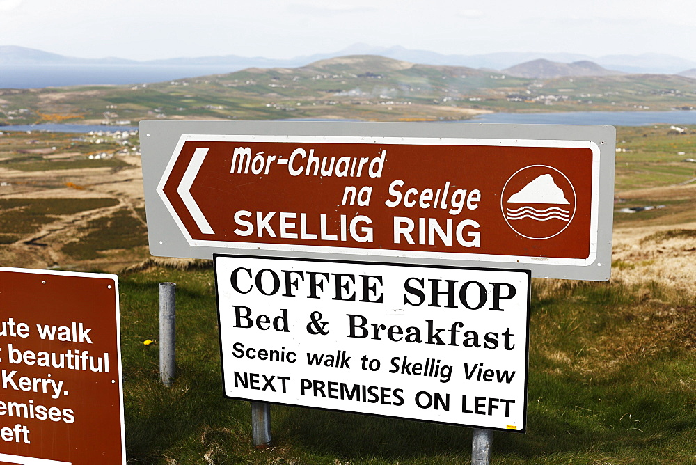 Bilingual guidepost, Skellig Ring, County Kerry, Ireland, British Isles, Europe