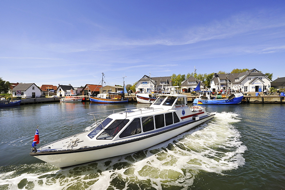 """Water taxi """"MY Pirat"""" in a turning maneuvre in the harbour of Vitte, Hiddensee Island, district of Ruegen, Mecklenburg-Western Pomerania, Germany, Europa"""