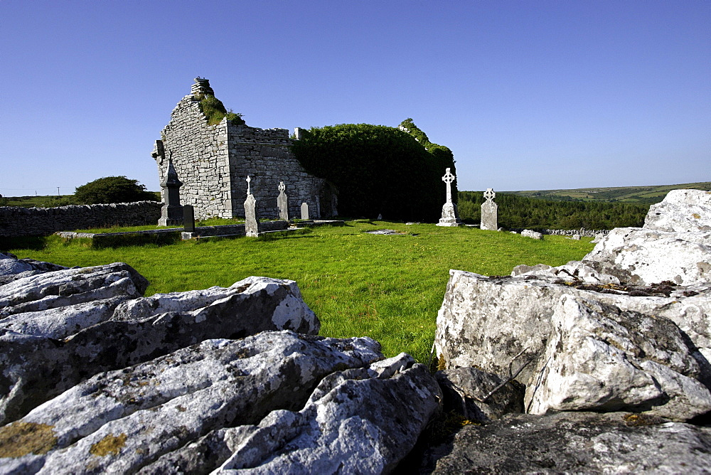Carran church and cemetry ruins, The Burren, Republic of Ireland, Europe