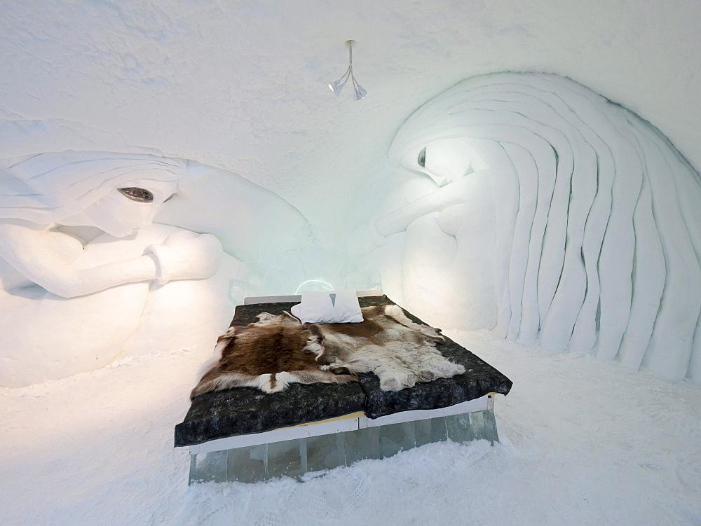 A bedroom in the ice hotel in Jukkasjaervi, Kiruna, Lappland, northern Sweden, Sweden, Europe - 832-106002