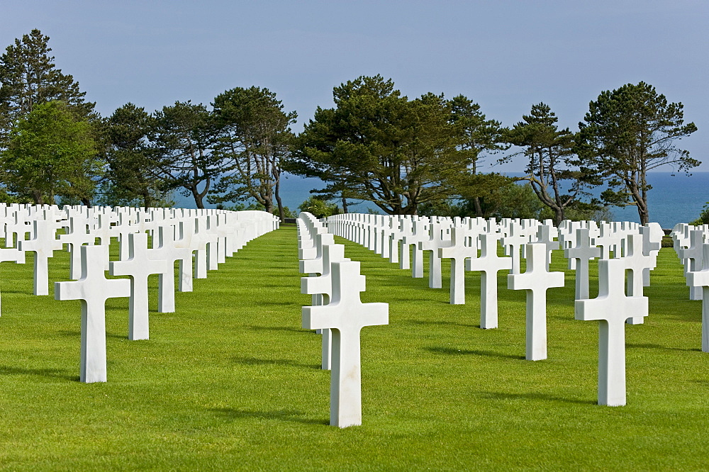 Crosses, made of marble, American military cemetery at Omaha Beach near Colleville sur Mer, Normandy, France, Europe