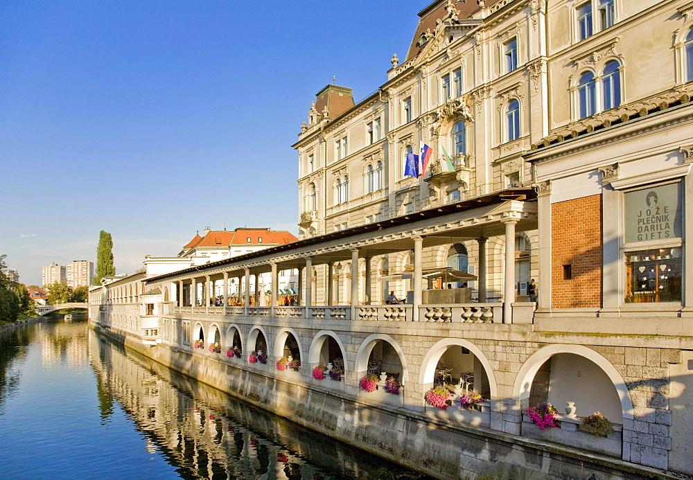 Housefronts along Ljubljanica River, Ljubljana, Slovenia, Europe