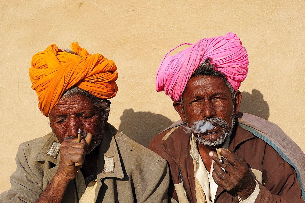 Smoking men with turbans and old uniform jackets from the former Eastern Bloc states, Thar Desert, Rajasthan, North India, India, Asia