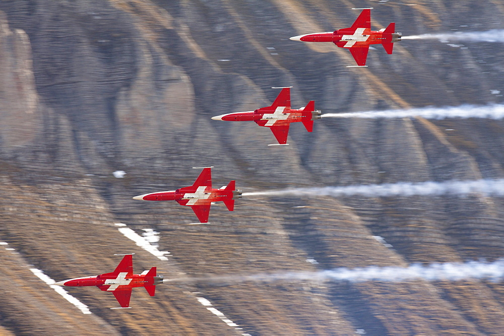 Formation flight of the Patrouille Suisse in the Northrop F-5E Tiger II, mountain-air show of the Swiss Air Force at Axalp, Ebenfluh, Interlaken, Bern, Switzerland, Europe