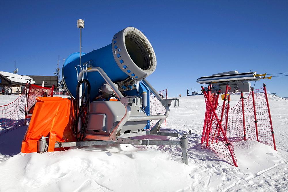 Snow cannon, snow making machine on the mountaintop plateau on Kronplatz mountain, 2272 m, Kronplatz winter sport region, Bruneck, Puster Valley, Province of Bolzano-Bozen, Italy, Europe