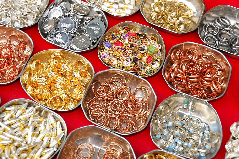 Jewelry sale, old town of Ajmer, Rajasthan, northern India, Asia
