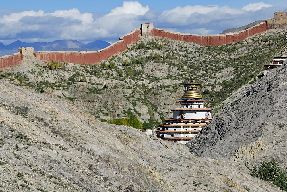 View from Dzong towards the Paelkhor Monastery Complex, Pelkhor Choede and the Kumbum, Gyantse, Tibet, China, Asia