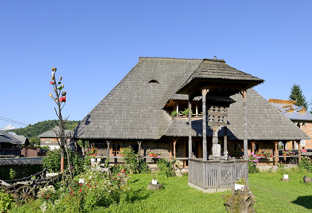 Traditional style wooden residential house, Botiza, Iza Valley, Maramures region, Romania, Europe