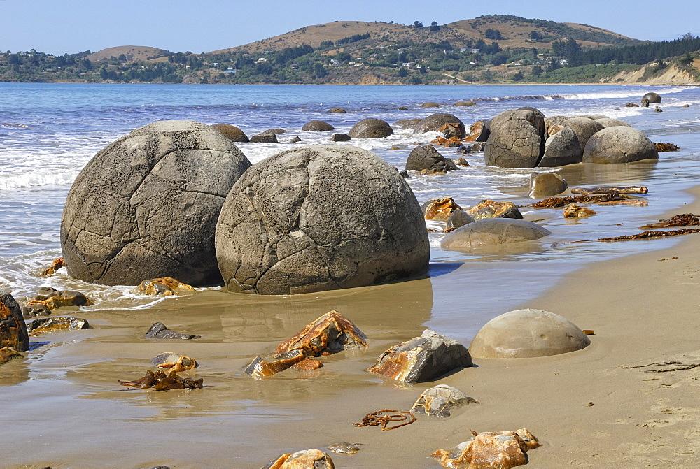 Rocks on a sandy beach, Moeraki Boulders, a geological rock formation, Moeraki, East Coast, South Island, New Zealand