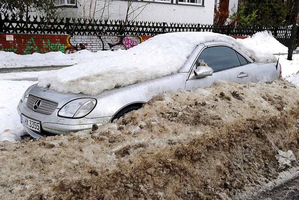Mercedes SLK, totally snowed in