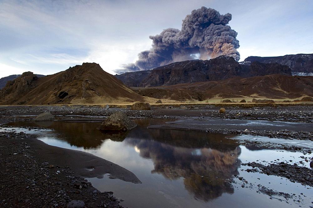 Eruption of Eyjafjallajoekull volcano, fiorsmoerk, Iceland, Europe