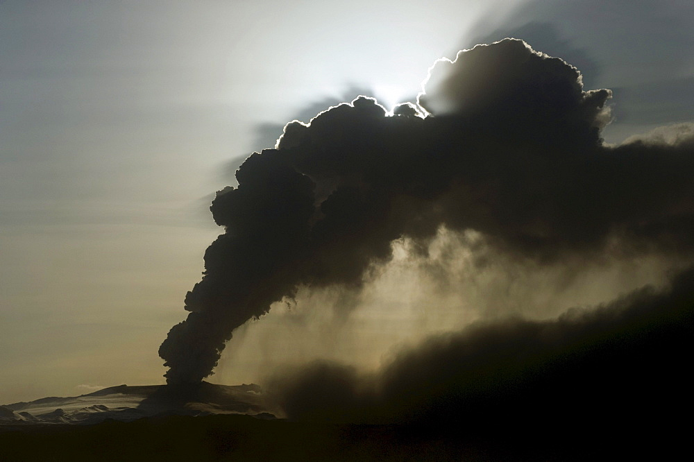 Eyjafjallajoekull volcano, ash cloud, Landeyjar, Iceland, Europe