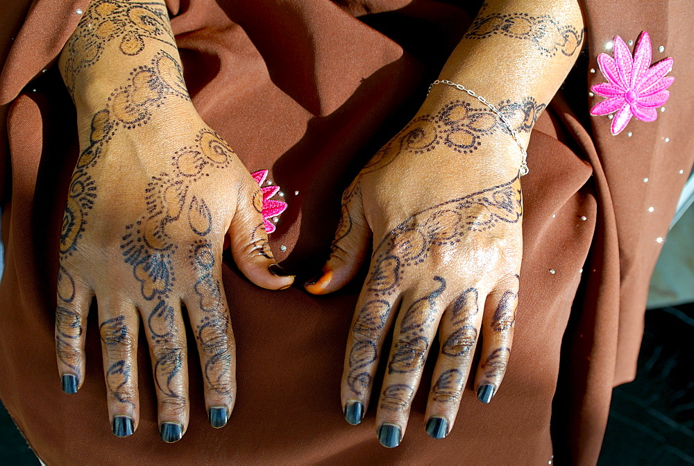 Hands of a Somali woman from the tribe of Ogaden painted with henna