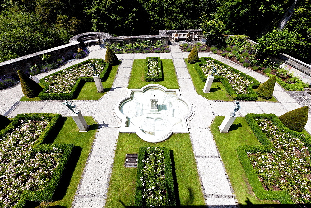 Rose garden, Schloss Callenberg palace, hunting lodge and summer residence of the Dukes of Saxe-Coburg and Gotha, Coburg, Upper Franconia, Bavaria, Germany, Europe