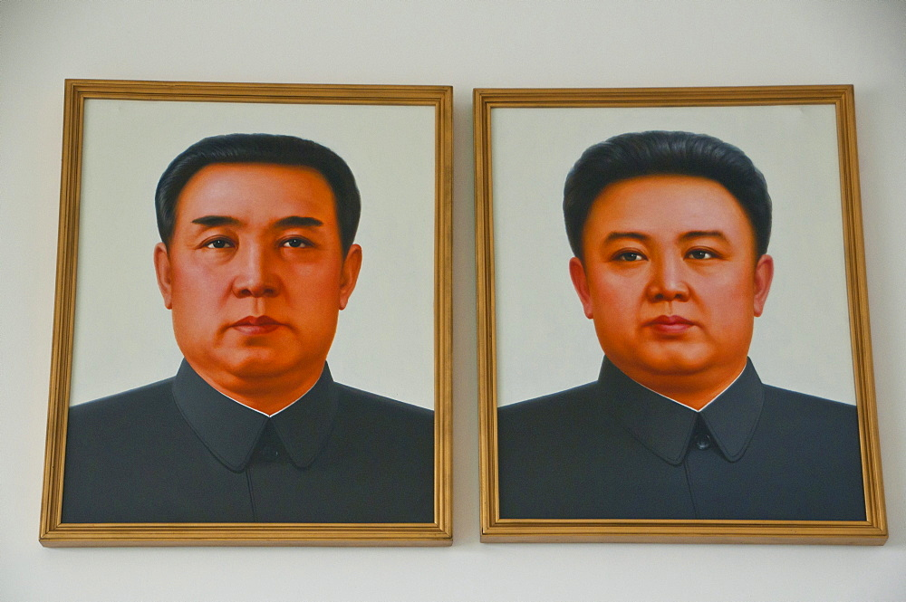 Paintings of the politicians Kim Jong-il and Kim Il-sung, Myohyang-san mountain, North Korea, Asia - 832-115181