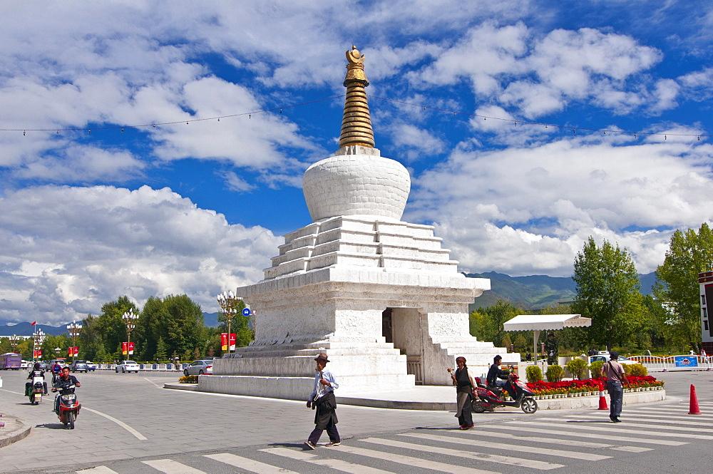 White stupa, Lhasa, Tibet, Asia