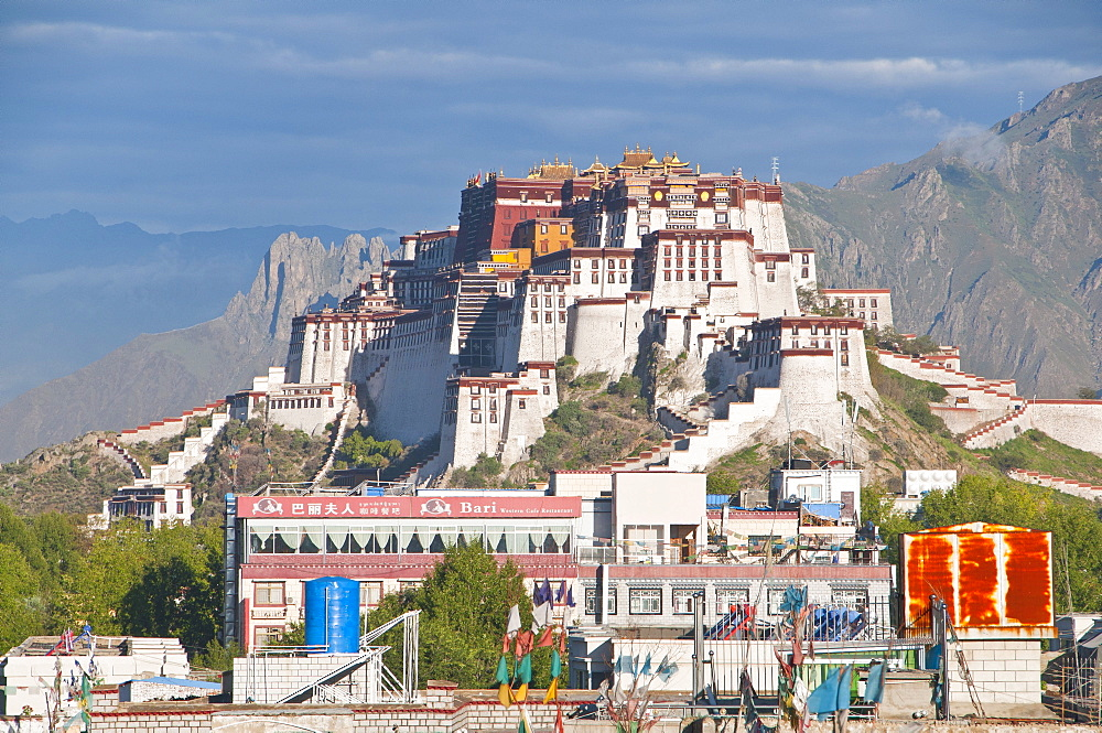 Potala Palace, UNESCO World Heritage Site, Lhasa, Tibet, Asia